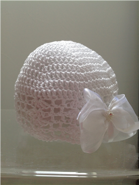 Emile et Rose white crochet/bow hat. 123/2