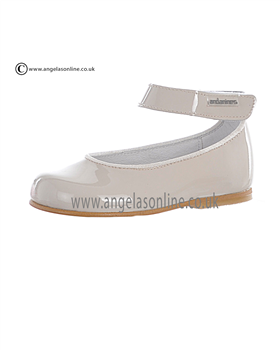 Andanines Girls Beige Patent Leather Shoe T17542