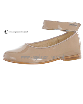 Andanines Girls Beige Patent Leather Shoe T71148